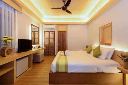 Ein Bett oder Betten in einem Zimmer der Unterkunft The Beach Natural Resort Koh Kood
