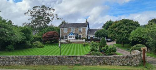 CREAG DHUBH COUNTRY HOUSE