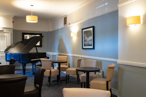 The lounge or bar area at Windermere Hotel