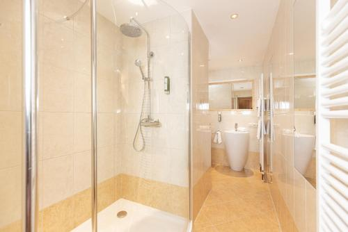A bathroom at Hotel Pirchnerhof