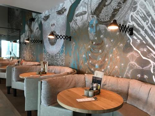 A seating area at Zonneweelde, Vakantie aan Zee
