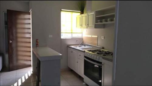 Una cocina o zona de cocina en Habitaciones Matamoros