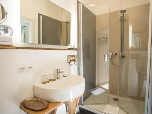 Ein Badezimmer in der Unterkunft Altstadthotel Treysa