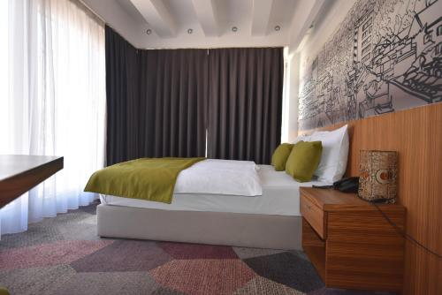 A bed or beds in a room at Hotel Hecco Deluxe
