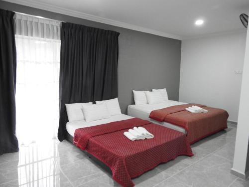 A bed or beds in a room at TEBiNG Guest House Taman Negara Malaysia Kuala Tahan