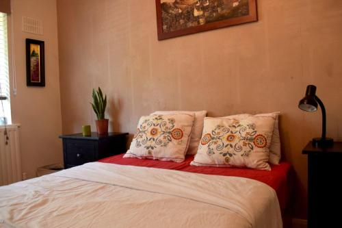 A bed or beds in a room at Bright and Colourful 1 Bedroom Flat in Stoke Newington