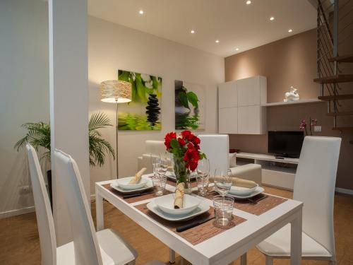 A restaurant or other place to eat at La Farina Apartments