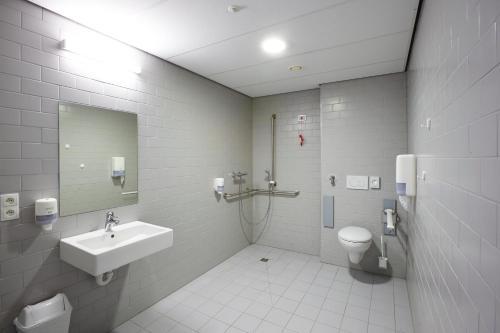 Ein Badezimmer in der Unterkunft Hotel Middelpunt