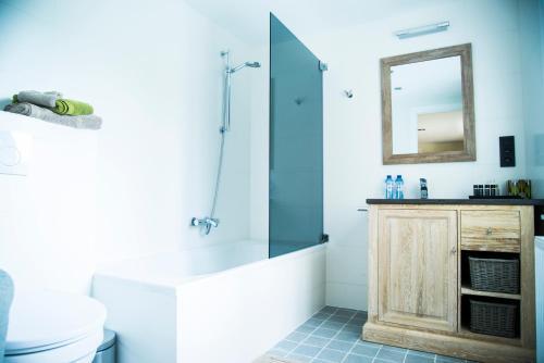 A bathroom at B&B Chambres d'O