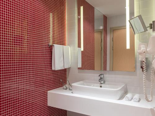 A bathroom at Park Inn by Radisson Novosibirsk