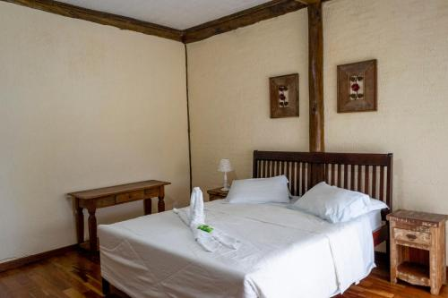 A bed or beds in a room at Pousada Terraço Penedo