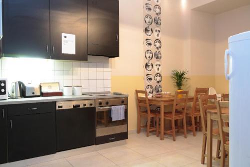 A kitchen or kitchenette at Maverick Hostel & Ensuites