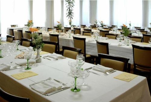 A restaurant or other place to eat at Albergo Ristorante Cicin