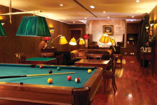 A billiards table at Hotel Casa da Calçada Relais & Chateaux