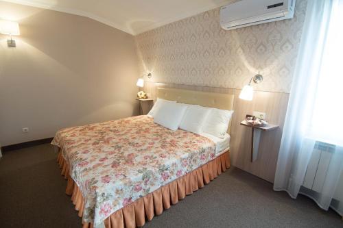 Кровать или кровати в номере Дом Художника Гостевой Дом