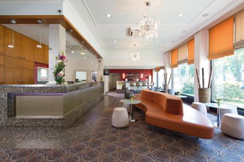 Лобби или стойка регистрации в Leonardo Hotel Berlin City West
