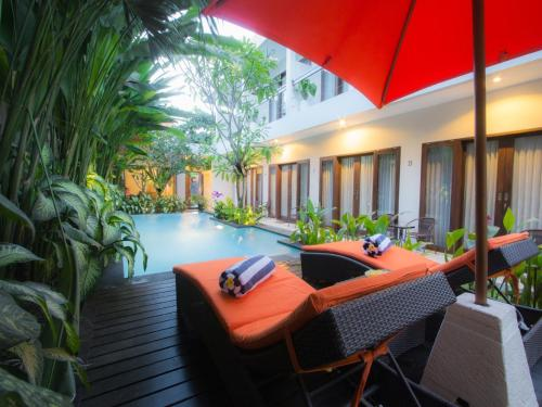 The swimming pool at or close to The Pavilion Hotel Kuta