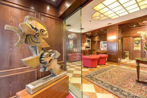 The lobby or reception area at Romana Apartment