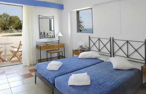 A bed or beds in a room at Porto Ligia
