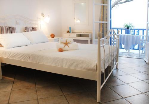 Letto o letti in una camera di Nissiotiko Hotel