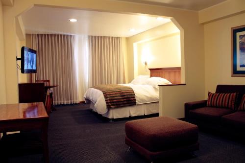 A bed or beds in a room at Hotel Presidente Huancayo