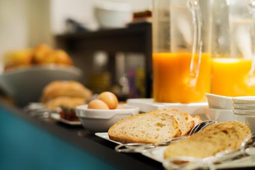 Breakfast options available to guests at Arc de Triomphe Etoile