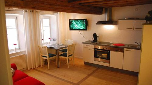 A kitchen or kitchenette at Appartement Bamberg am Rathaus