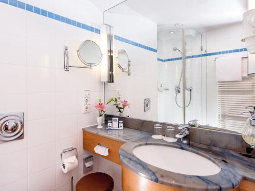 A bathroom at Hotel Bernstein Prerow