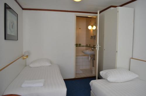 A bathroom at Hotel de Munck