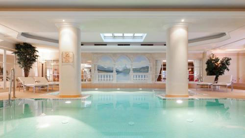The swimming pool at or close to Superior Hotel Tirolerhof - Zell am See