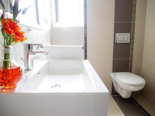 Ein Badezimmer in der Unterkunft Myhotel