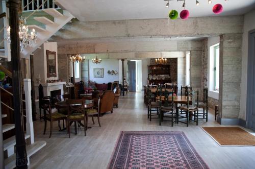Un restaurante o sitio para comer en Posada Rolisas