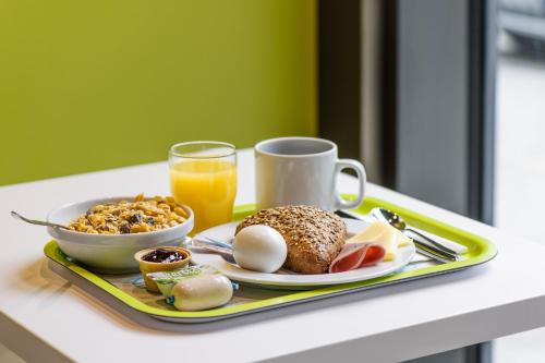 Breakfast options available to guests at ibis budget Aachen Nord
