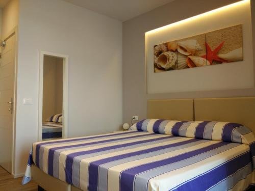 A bed or beds in a room at Hotel l'Approdo