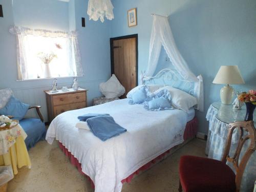 A bed or beds in a room at East Farm House B&B