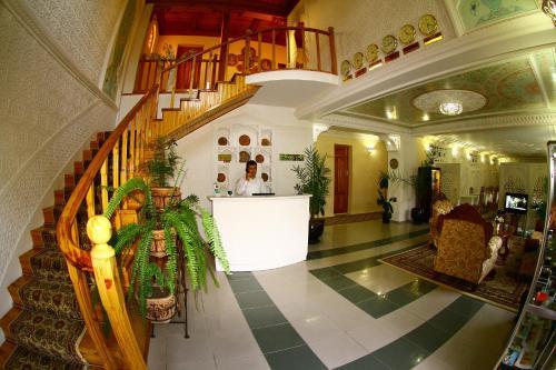 Лобби или стойка регистрации в Hotel Caravan Serail