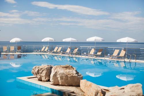 Basen w obiekcie Hotel Dubrovnik Palace lub w pobliżu