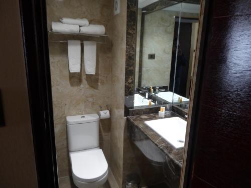 Un baño de Hotel Costa Pacifico - Express