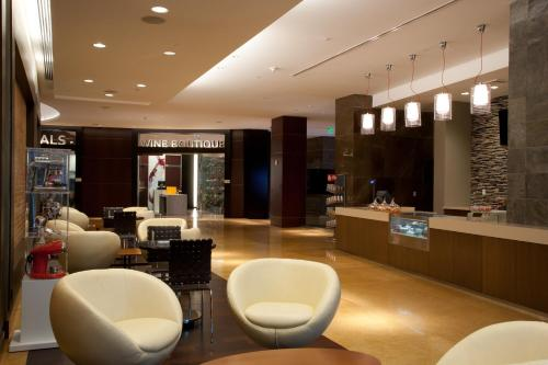 The lobby or reception area at JW Marriott Marquis Miami