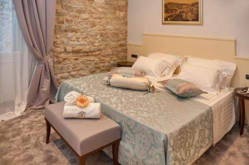 A bed or beds in a room at Heritage Hotel Antique Split