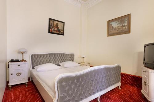 Łóżko lub łóżka w pokoju w obiekcie AZIMUT Hotel Kurfuerstendamm Berlin