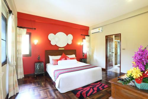 A bed or beds in a room at Viva Vacation Resort