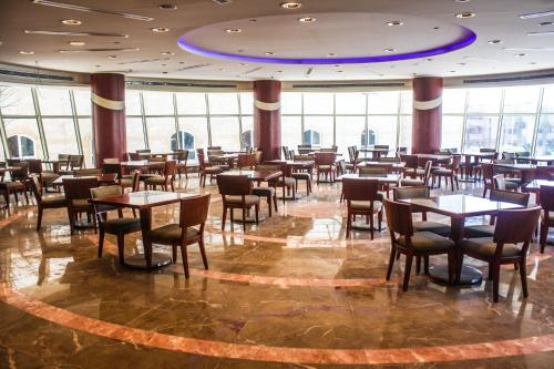 مطعم أو مكان آخر لتناول الطعام في Beau Site Belle Vue Hotel