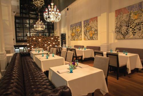 A restaurant or other place to eat at Miraflores Park, A Belmond Hotel, Lima