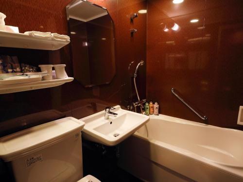 A bathroom at Hotel Monterey Akasaka