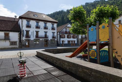 Aire de jeux pour enfants de l'établissement Hotel Rural Auñamendi