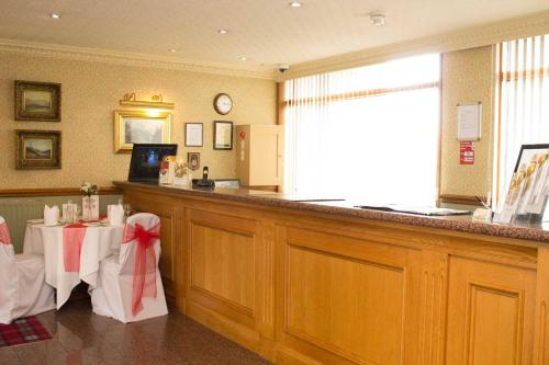 The lobby or reception area at Cairn Hotel
