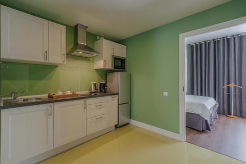 Кухня или мини-кухня в Dom Hotel Apart