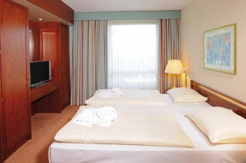 Ein Bett oder Betten in einem Zimmer der Unterkunft Maritim Hotel Bremen