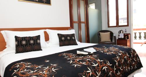 A bed or beds in a room at Gingerflower Boutique Hotel